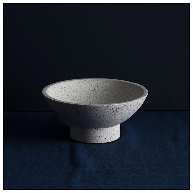 Shallow bowl in white ⚪️ . . . . #ornamentalgrace #homewares #interiors #interior #interiordesign #design #homedecor #decor #vase #vessel #bowl #handmade #colour #texture #craft #shoplocal #shopsmall #shape #curves #minimalism #modernism #material #concrete #interiorstyling #candleholder #interiorinspiration #white #granite #simple