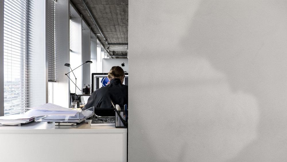 Nils jobbar på en ikonisk symbol…