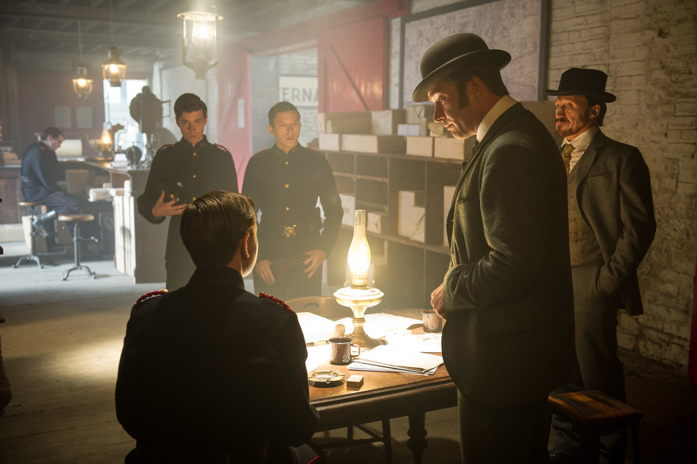 As Vincent Featherwell in RIPPER STREET. Jerome Flynn (far right), Matthew Macfadyen (right), Alfie Stewart (left).