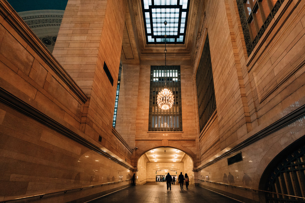 Sony A7Rii + Voigtlander SUPER WIDE-HELIAR 15mm F4.5 III - ISO 3200 1/80 - At 15mm it's amazing how much of this iconic scene at Grand Central you can fit in to the frame.