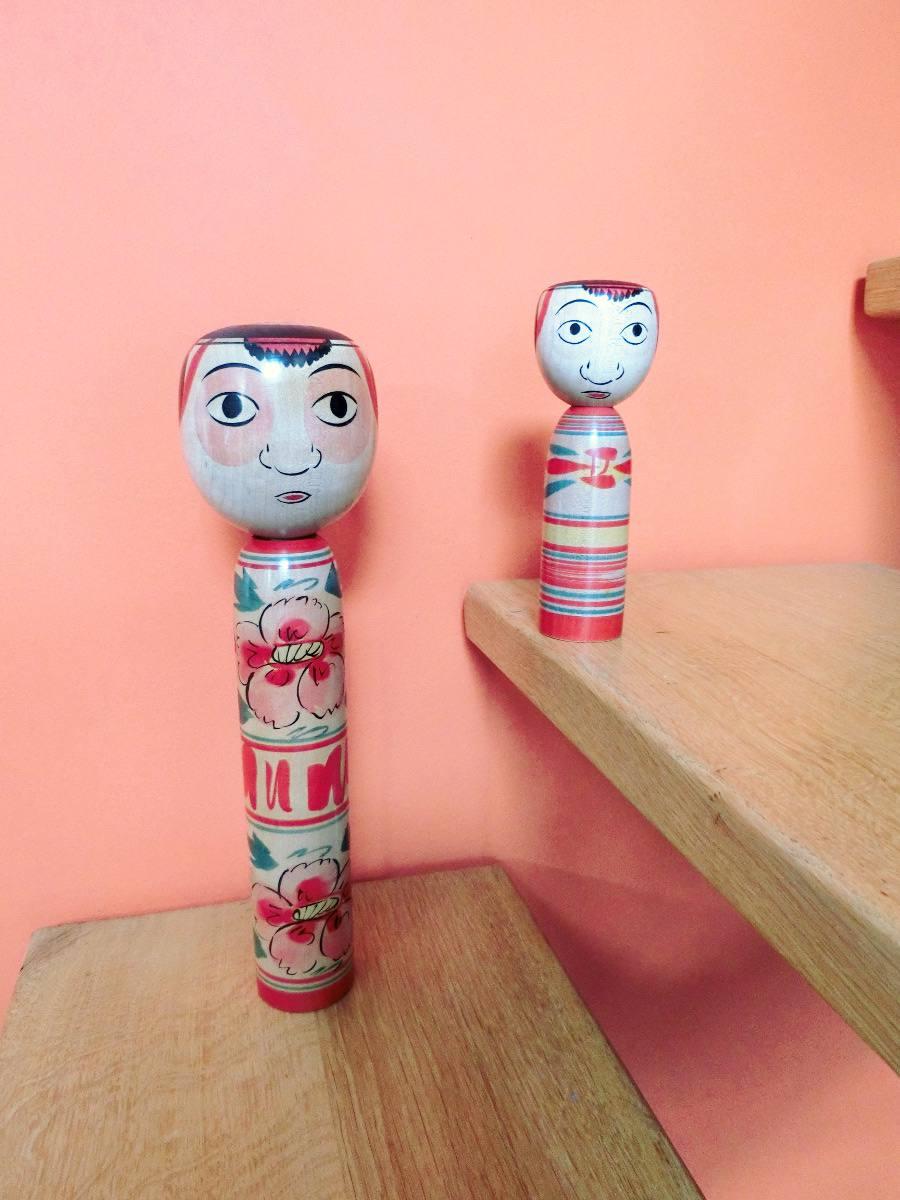 DEux poupées kokeshi Nakanosawa par Saito Tokuju.