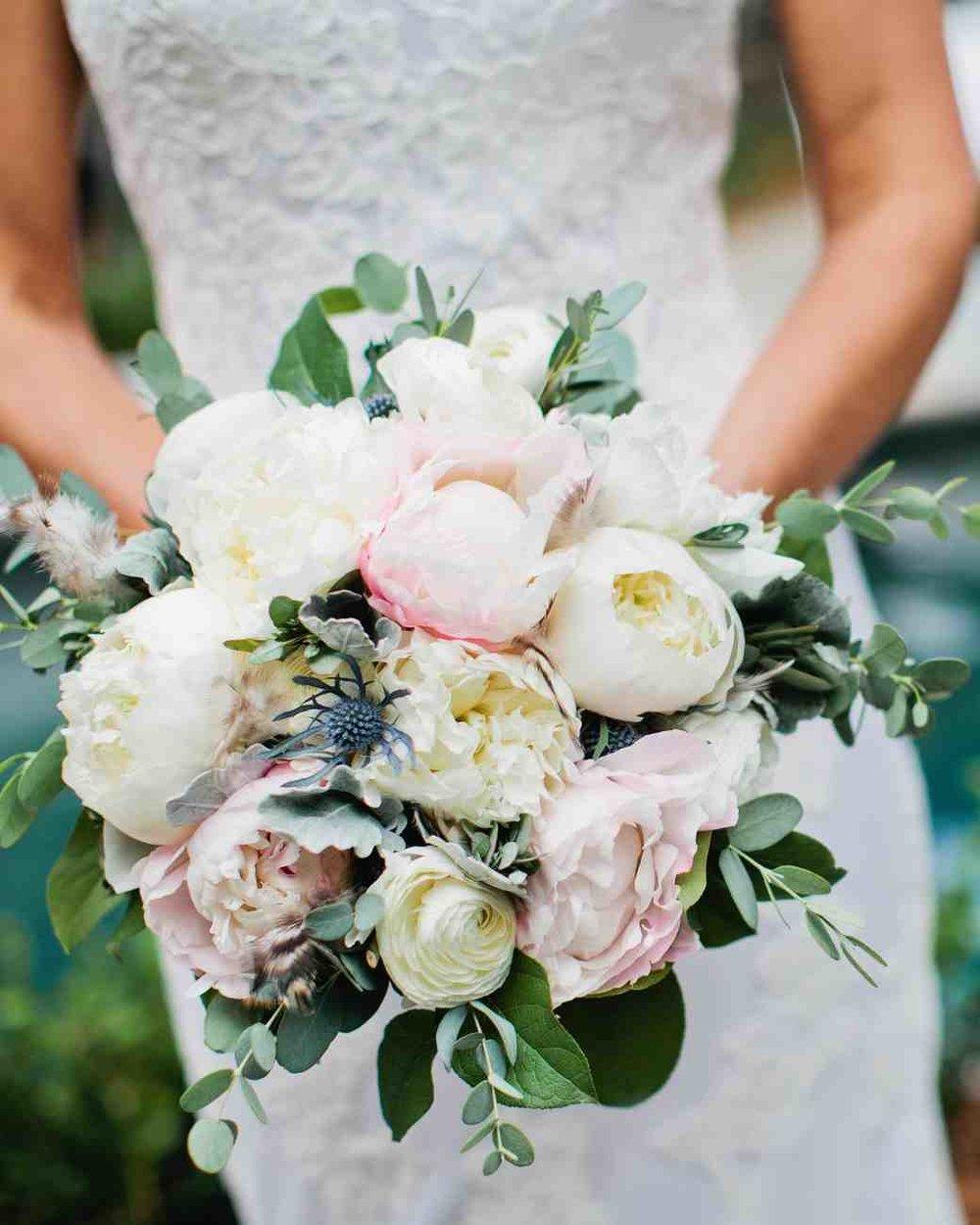 memree-rich-wedding-bouquet-234-6257086-0217_vert.jpg