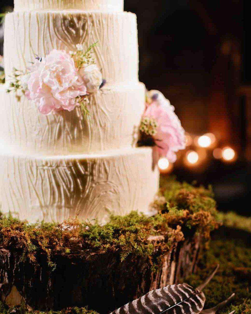memree-rich-wedding-cake-788-6257086-0217_vert.jpg
