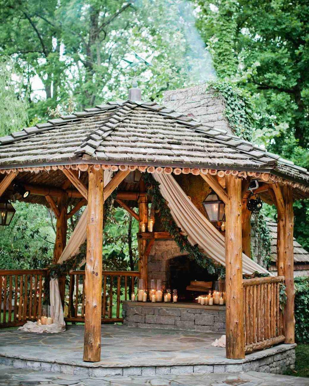 memree-rich-wedding-gazebo-292-6257086-0217_vert.jpg