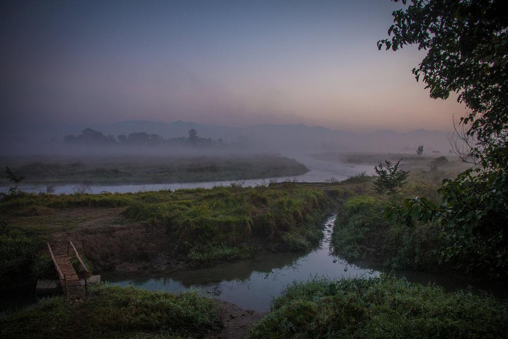 Aikainen aamu Chitwanissa.