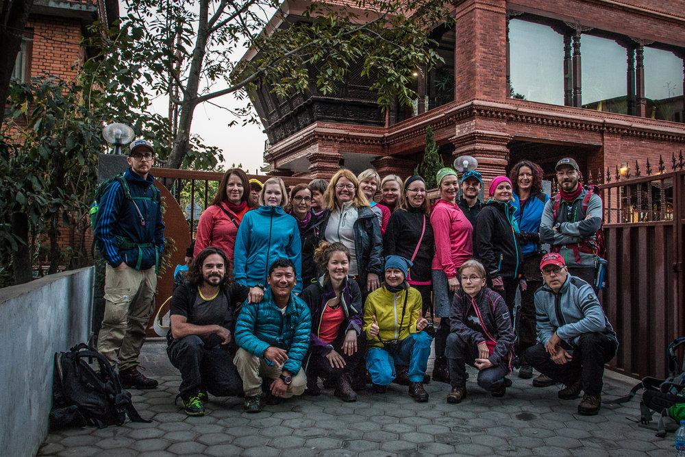 Trekkiryhmämme - vielä kun oltiin freesejä ja hymyilytti!