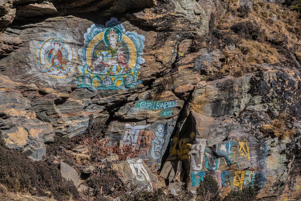 Guru Rinpochelle, tai Padmasambhavalle, omistettu maalaus. Kaveri auttoi rakentamaan 700-luvulla Tiibetin ensimmäisen buddhalaistemppelin ja loppu onkin legendaa.