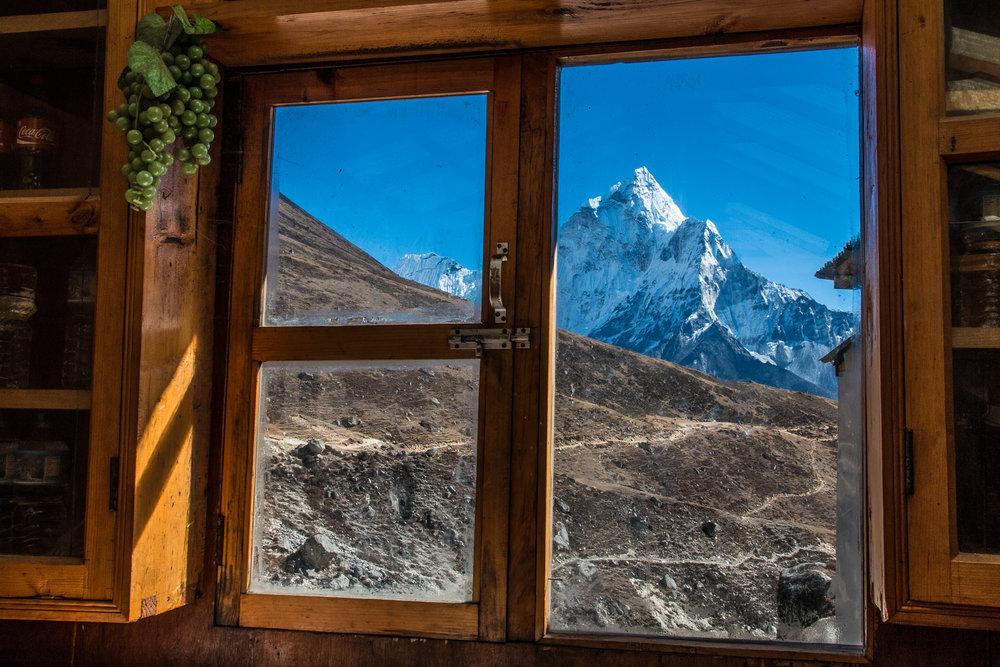 Näkymä Dhuglan lodgesta kohti Ama Dablamia.