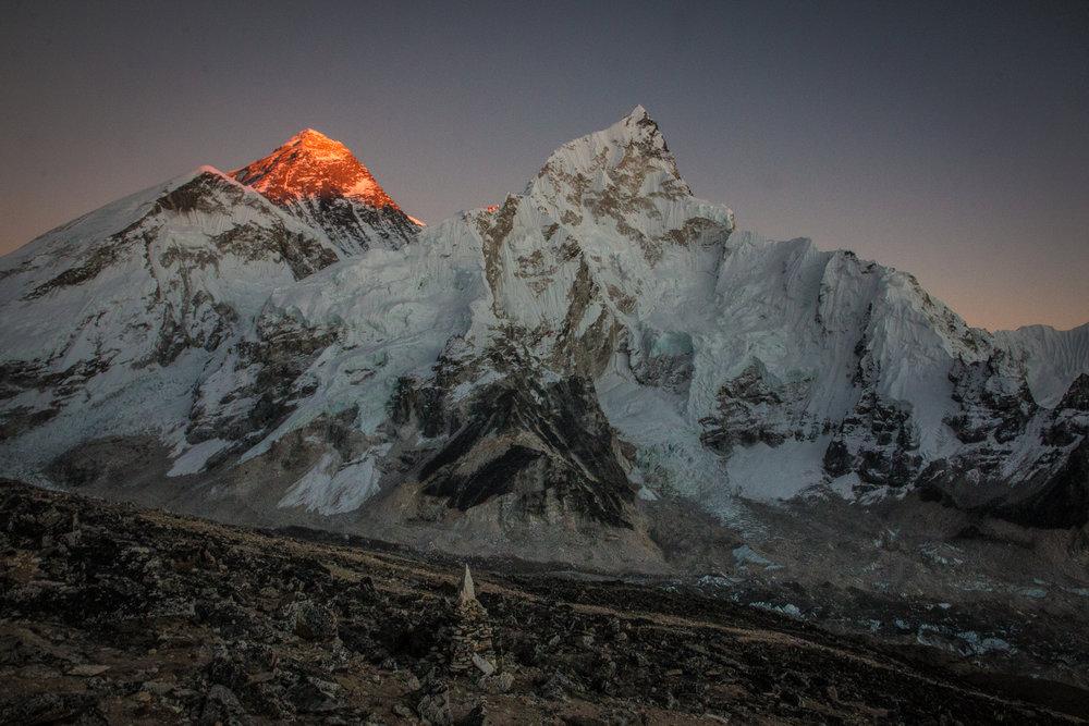 Korkein vuori maailmassa saa luvan katsella aurinkoa viimeisenä.