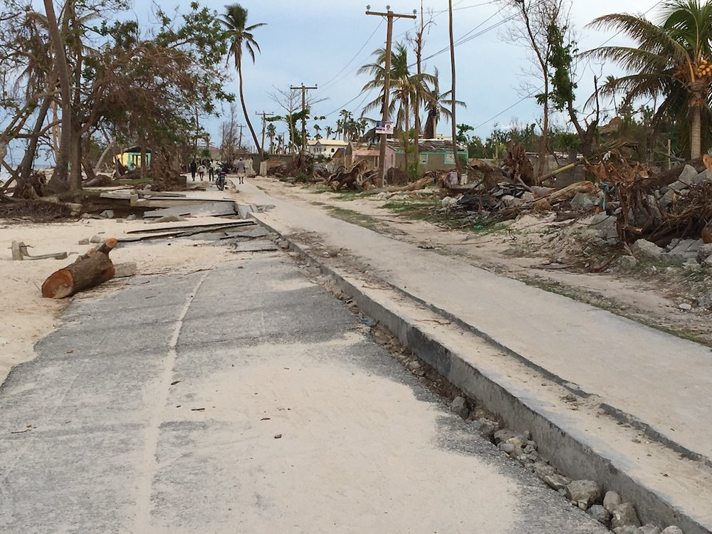 This was the lane along the oceanfront, with sidewalks on either side.