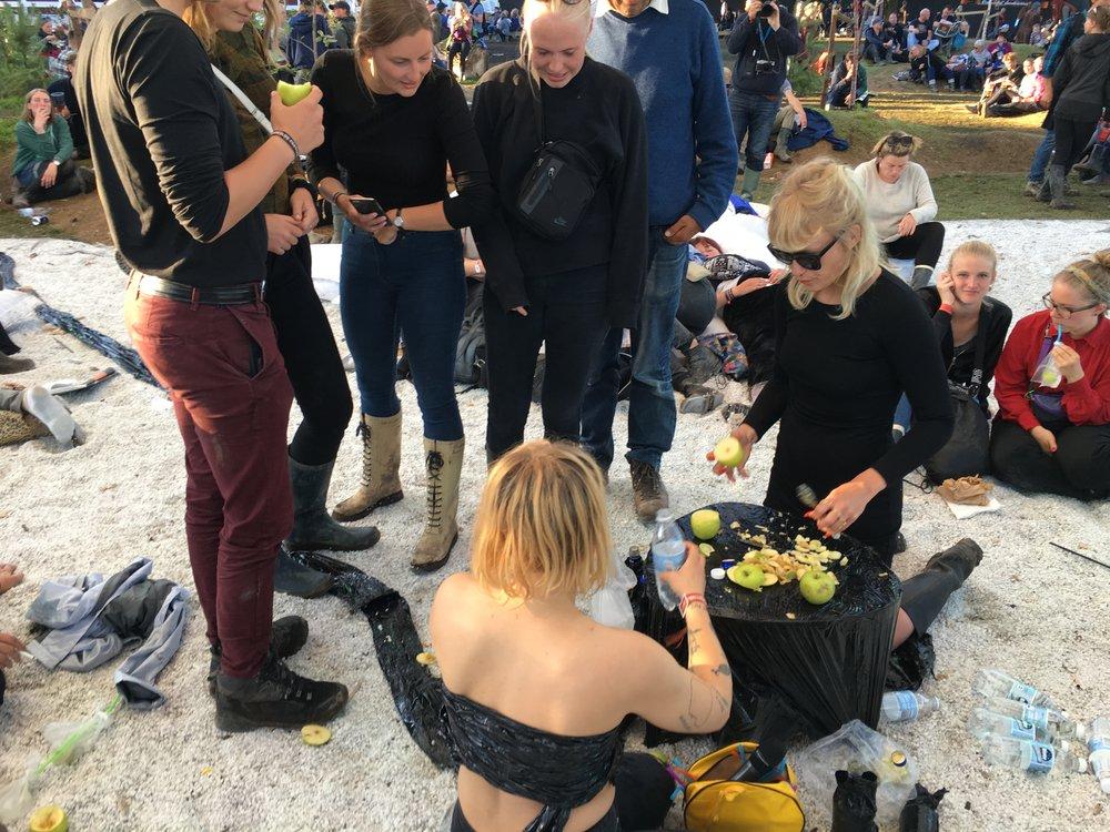 Natasja Loutchko & Jessie Holmes,  Poison paradise Bar , Roskilde festival (2017)