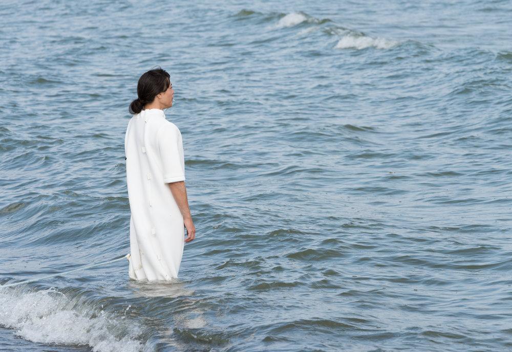 Malin bülow:  Breathing with the ocean , performed by nathalie wahlberg (2018) Photo: David Stjernholm
