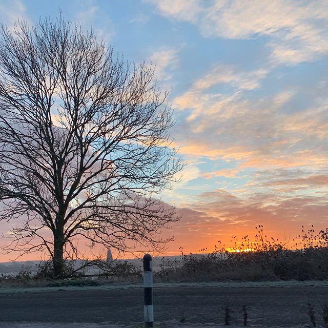 Beautiful morning #sunrise#naturephotography #iohonephotography#mycommute#colours#mindfulness #positivevibes