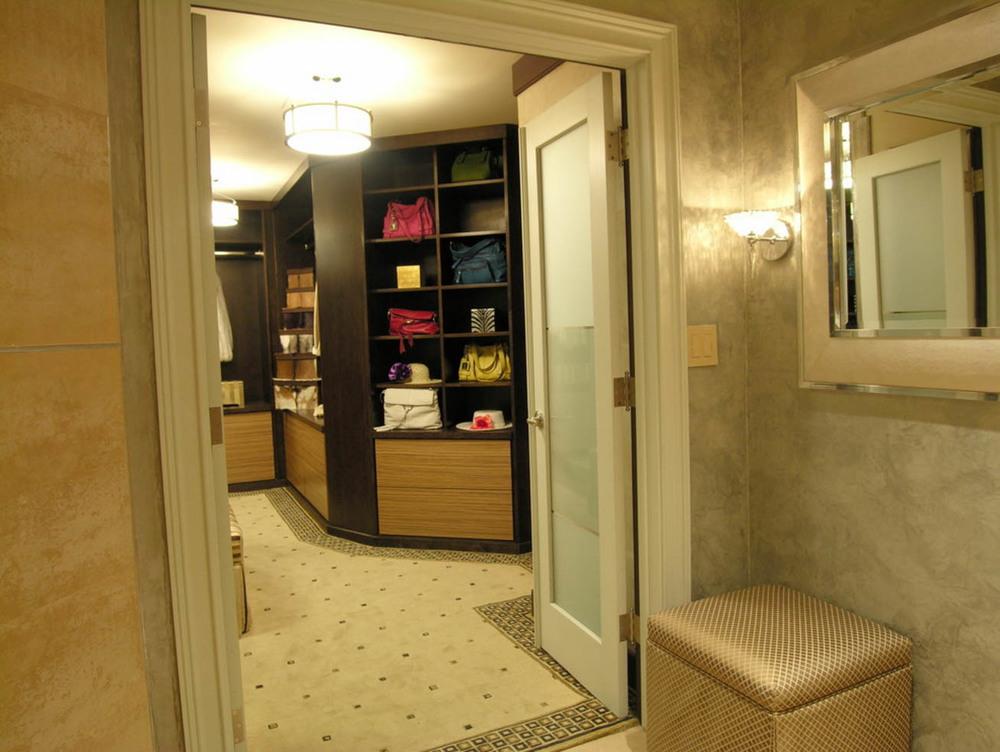 Pasadena walk-in closet