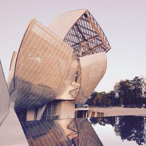 la-et-cm-frank-gehry-paris-louis-vuitton-foundation-review-20141017.jpg