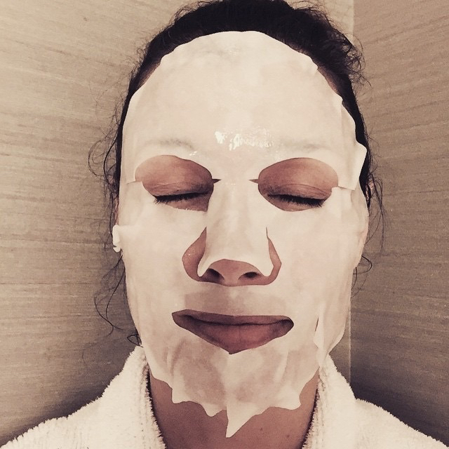 bridget-moynahan-facial-mask.jpg