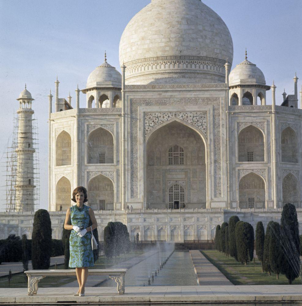 jacqueline-kennedy-taj-mahal-india-1.jpg