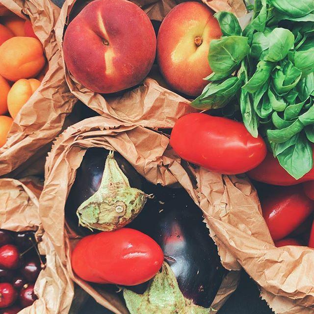 Oui aux légumes d'ici! -- Un atelier-conférence simplement délicieux mettant à l'honneur les légumes biologiques, saisonniers et locaux. ⠀ + Conférences⠀ + Dégustations⠀ + Exposants maraîchers biologiques⠀ + Autres surprises ⠀ Une soirée festive et colorée pour accueillir la saison des récoltes québécoises!⠀ Mardi le 22 mai 2018 à partir de 18h30 @artganplaza!⠀ Lien dans la bio pour réserver!⠀ Dans le cadre du Projet #relaxtonmind ⠀ .⠀ .⠀ .⠀ #alimentation #alimentationlocale #locallove #localfood #agriculture #légumes #veggies #vegan #veganfood #vegetarian #vegetable #mtl #atelier #collaborate #collabs #rosepatrie #rosemont #plaza #bienêtre #santé #culinaire #dégustation #mindfulness #thingstodo #montréal #conférence #healthyfood #healthylifestyle #seasonalproduce ⠀