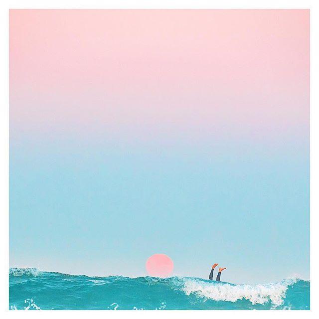 Besoin de t'éclipser vers la mer?!?⠀ Nos cours de yoga en entreprise pourraient t'aider à garder le cap et la raison en attendant impatiemment tes vacances! ⠀ Image via @charlottecurd⠀ .⠀ .⠀ .⠀ .⠀ #vacances #gettingcrazy #needvacation #needvacations #yogacanhelp #yogahelp #yogalife #yogaeverydamnday #yogamontreal #corporateyoga #yogaenentreprise