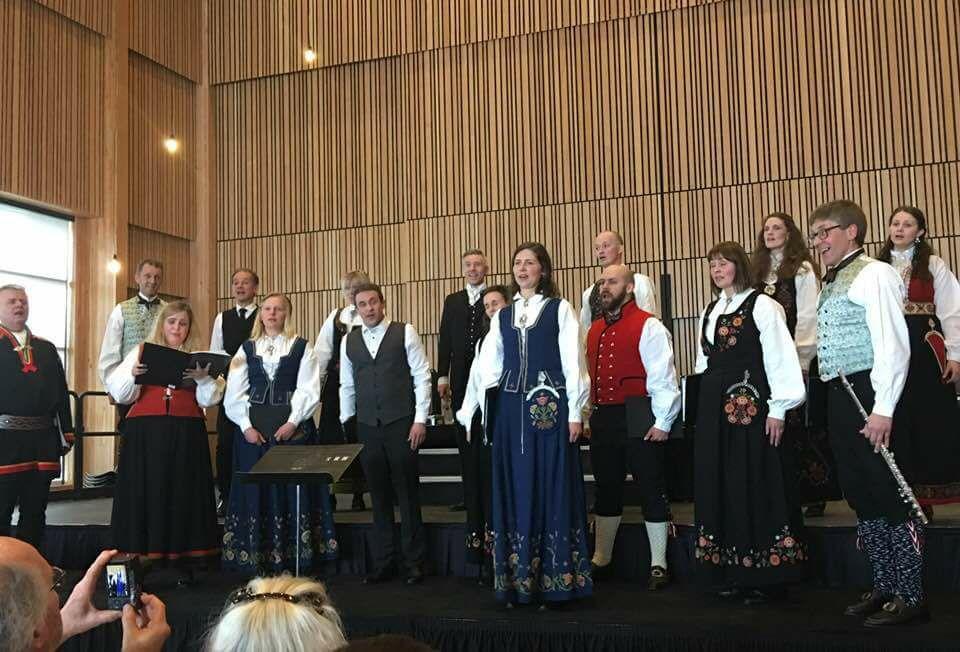 Opptreden på åpninga av Nordic Museum. David og Diana kan skimtes i venstre hjørne av bildet.