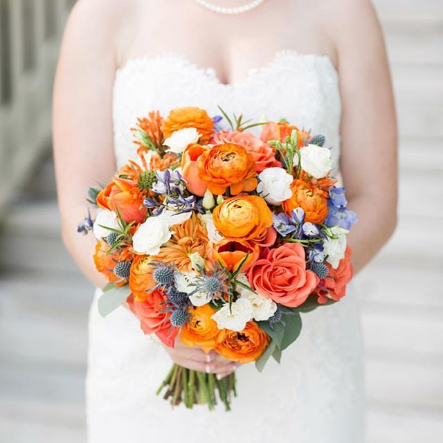 It is finally feeling like fall this morning and we are so excited for a change in season. We love fall colors like these used in C.C. bouquet.  Photo by @elizabethgelineau
