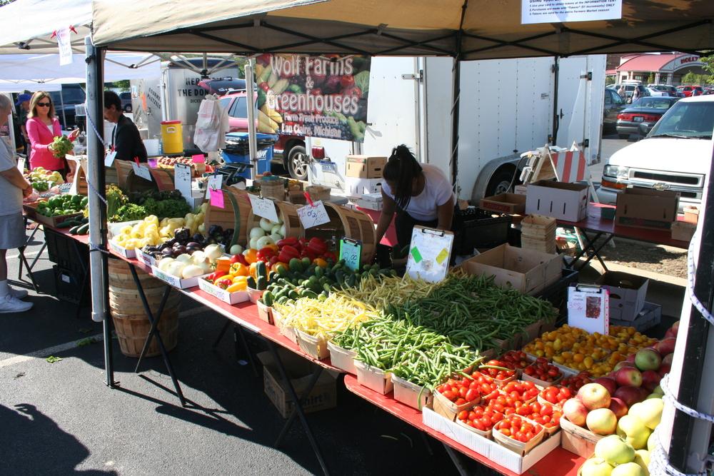 Aurora Market Vendor produce.jpg