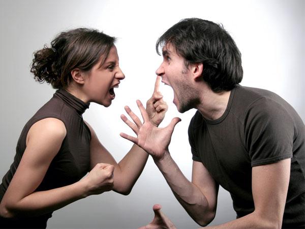 19-couple-fight-190712.jpg