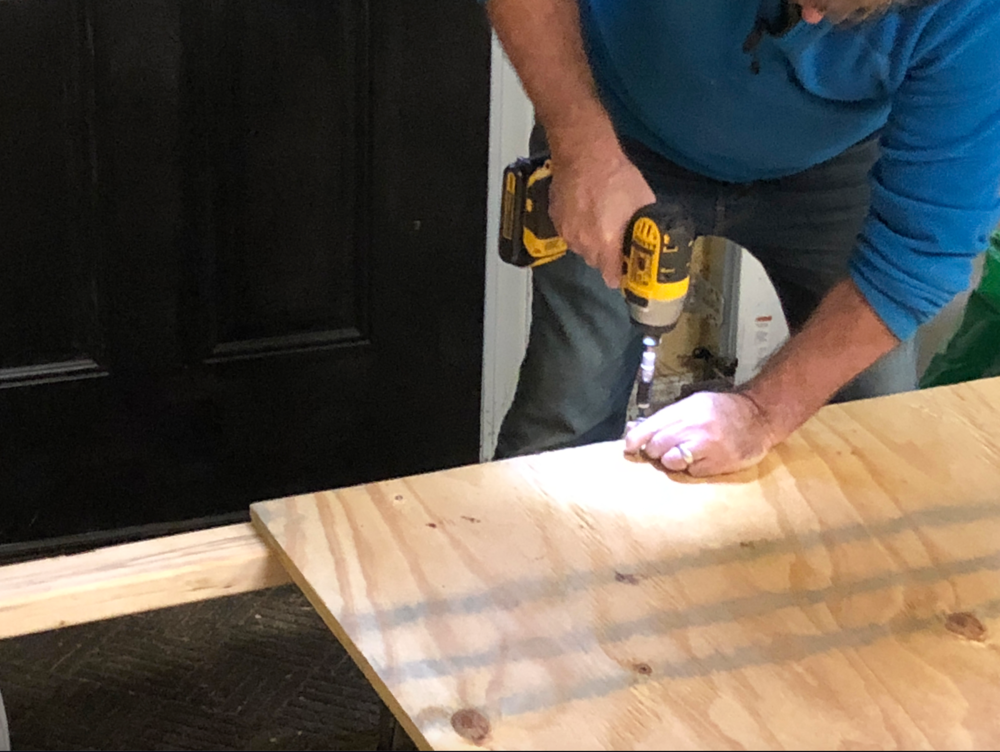 Attaching legs to head board