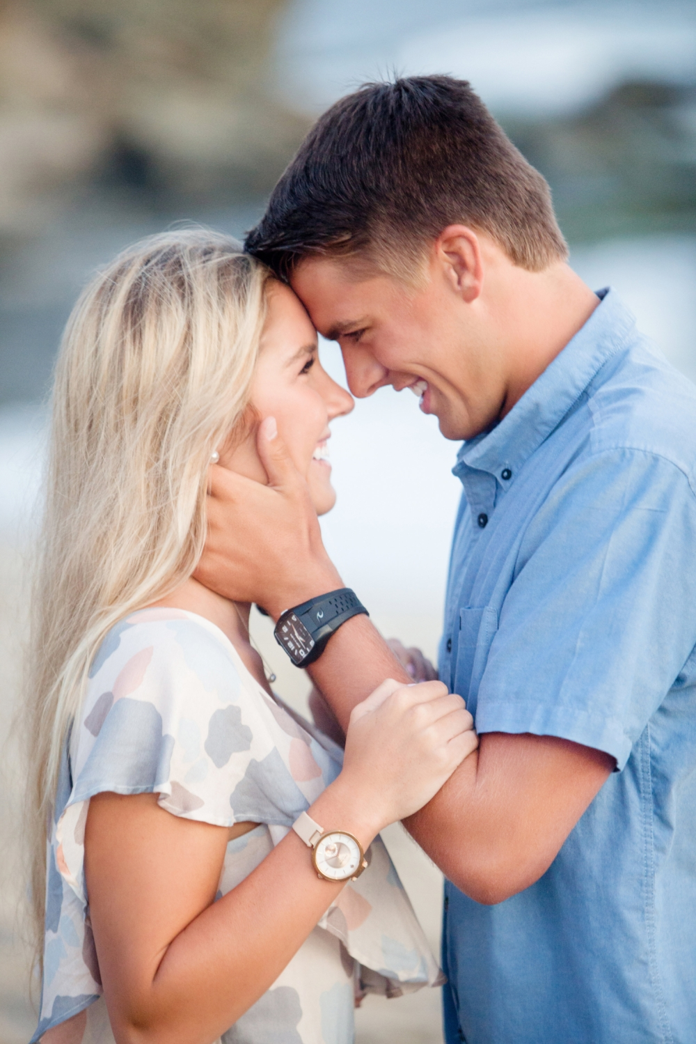 Beautiful engagement photos at the beach