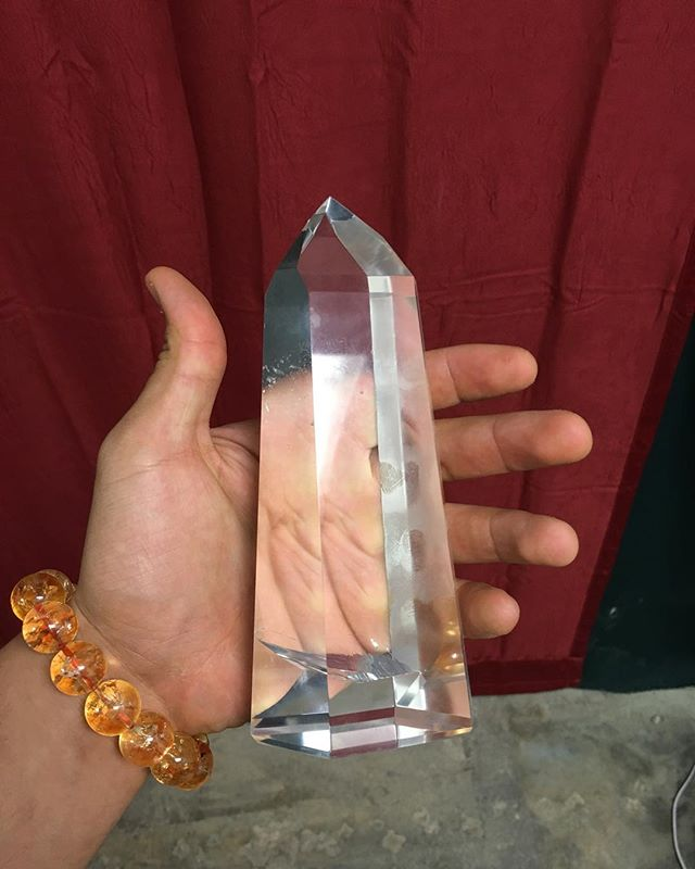 Crystal Clear Optical Crystal Quartz Point! #quartz #sfv #smokeyquartz #color #white #instadaily #losangeles #weekend #follow4follow #fashion #sunrise #iphone #insta #nature #followme #goodmorning #instagood #foodporn #instagram #saturday #travel #food #life #day #crystals #spiritual #cars