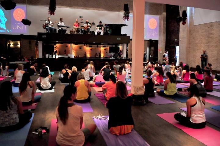 11/04/14 – Abertura da aula de yoga da Rachel Brathen (YogaGirl) – São Paulo, SP
