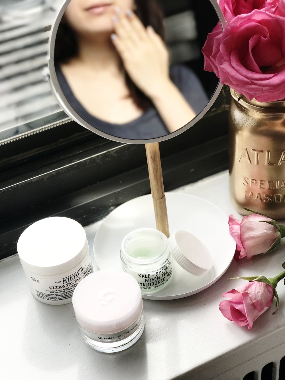 It is crucial to have a good moisturizer in your daily beauty routine.