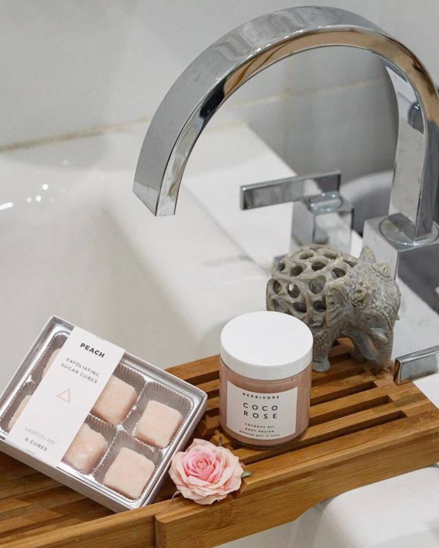Happy Monday! If you haven't already, check out the latest story featuring our favorite body exfoliators via link in bio 💕  #keytoradiance ✨ • • • • • • #beautyblogger #bbloggers #beautygram #beautytips #beautygram #thehappynow #lovelove #bodycare #bathroom #vanities #itgtopshelfie #harperandari #harperari #herbivorebotanicals #herbivore #ontheblog #pinkflashesofdelight #flashesofdelight #ontheblognow #skincare #skincareobsessed #sephora #anthropologie #pink #girlboss #bffs #livecolorfully #abmlifeiscolorful