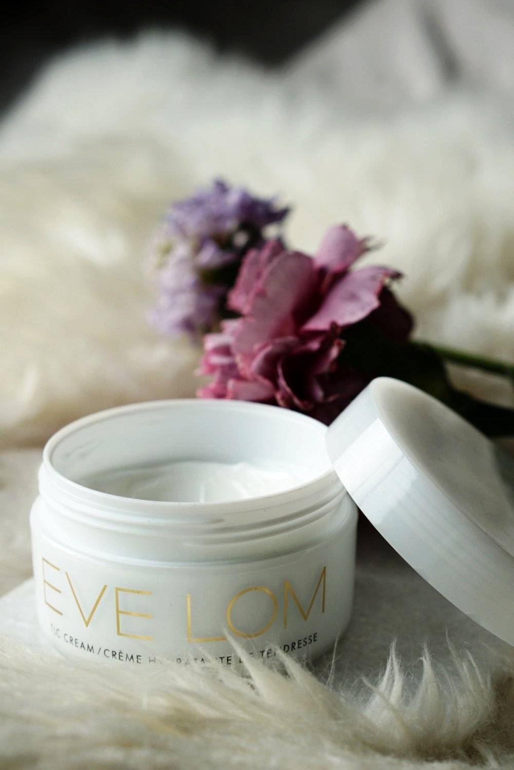 This cream now plays an important role in my evening skincare routine.