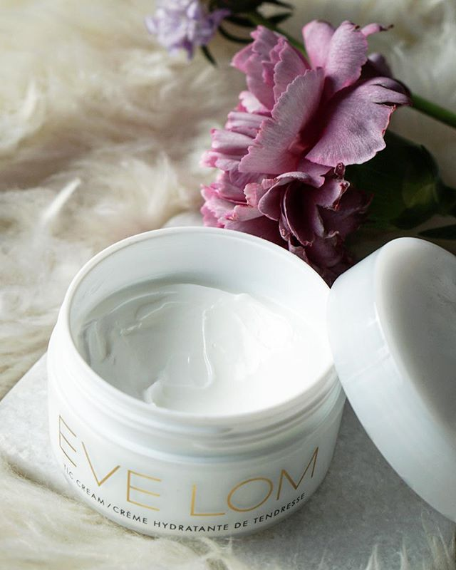 Have you checked out our latest Radiance discovery yet? Link in bio to read about this cream 👀  #keytoradiance ✨ • • • • • • #evelom #cream #moisturizer #skincare #skincareroutine #skincareobsessed #skincarejunkie #beautygram #beautyblogger #bbloggers #beautyinspo #skincareblogger #spacenk #sephora #byrdiebeauty #vanities #itgtopshelf #ontheblog #flowers #review #winterskincare #mondaymotivation #lovelove #girlboss #bffs #imtheeverygirl #flashesofdelight