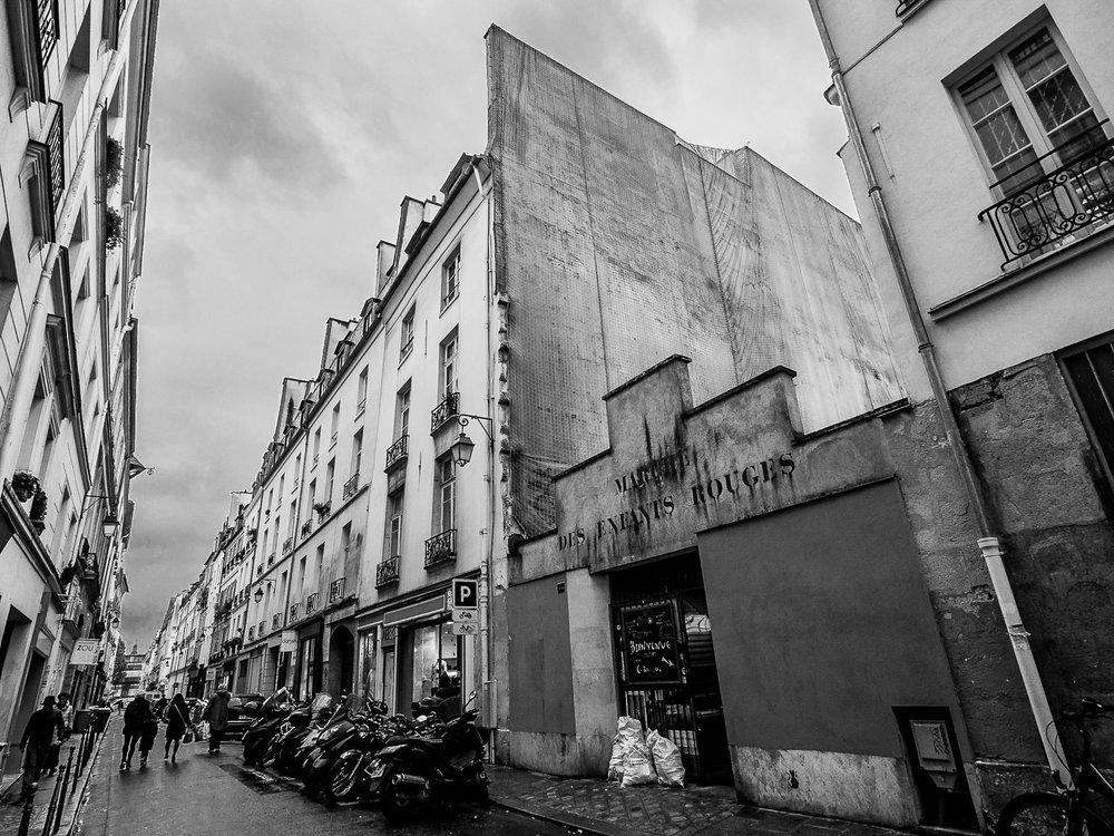 Paris Marche des Enfants Rouges.jpg