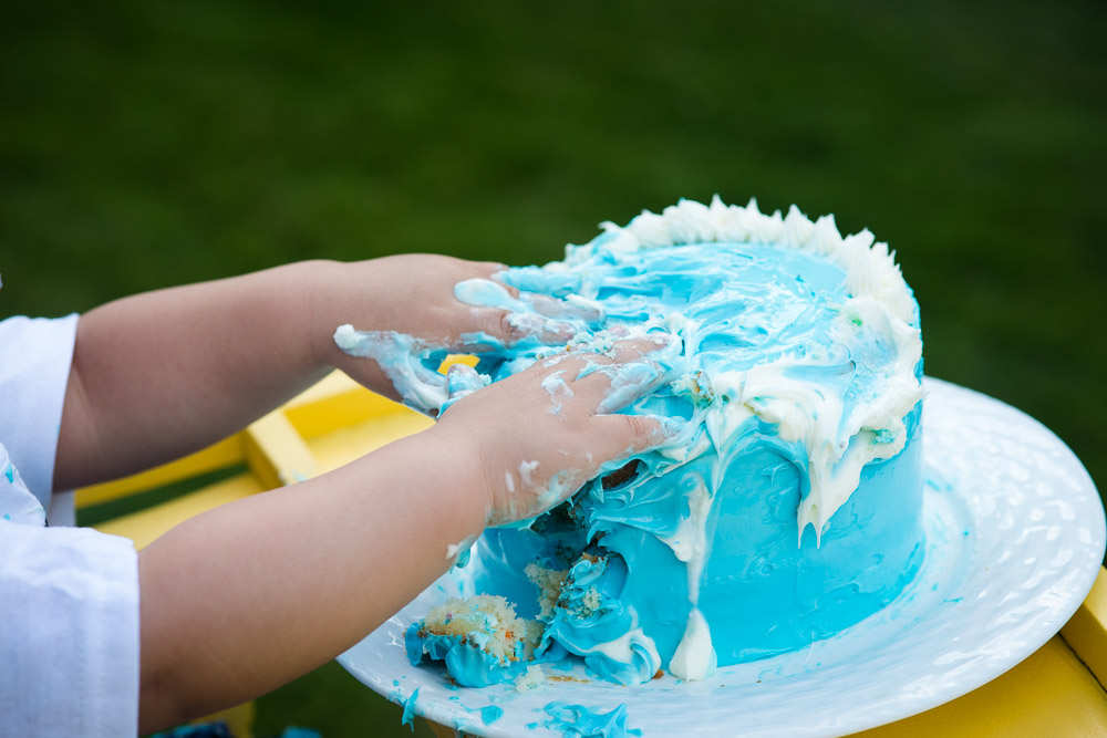 hands in cake on smash session with austin photographer EP Photography