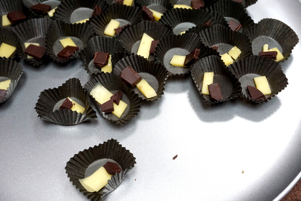 We're pleasantly surprised to taste the Venezuela 70% chocolate paired up with an 18 month aged Comte cheese.