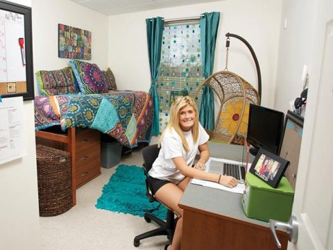 florida-gulf-coast-university-student-in-dorm.jpg