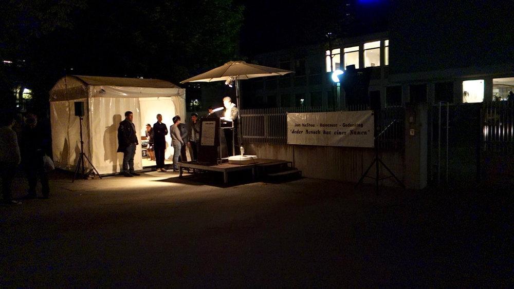 DAS LESEN DER NAMEN /THE READING OF NAMES Ein Film von Romuald Karmakar, Deutschland 2014, 5 Min Filmstill:Jüdisches Gemeindehaus, Fasanenstraße, Berlin-Charlottenburg, 28.04.2014 Photo © 2016 Pantera Film GmbH