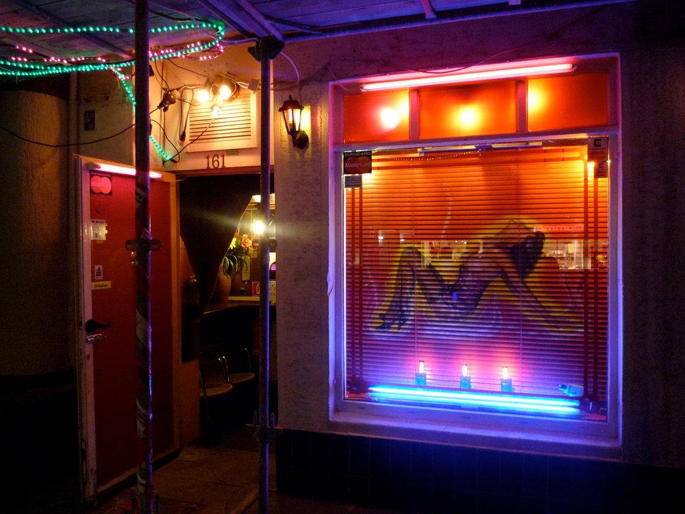 """RAMSES Ein Film von Romuald Karmakar, Deutschland 2009 Episode in """"Deutschland 09 – 13 kurze Filme zur Lage der Nation"""" Dreharbeiten """"Ramses"""", Onyx Bar, Berlin Photo © 2009 Pantera Film GmbH"""