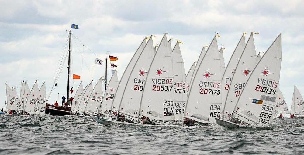 The start of Race 3 at the U21 World Championships.