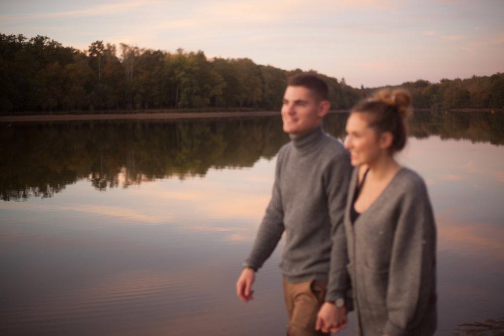 seance photo couple engagement love story dordogne sud ouest Bordeaux photographe lac forêt