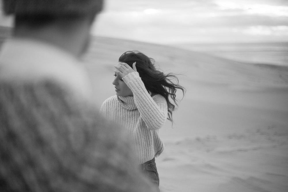 seance couple photo engagement Dune du Pyla Pauline Maroussia P. photographe Bordeaux