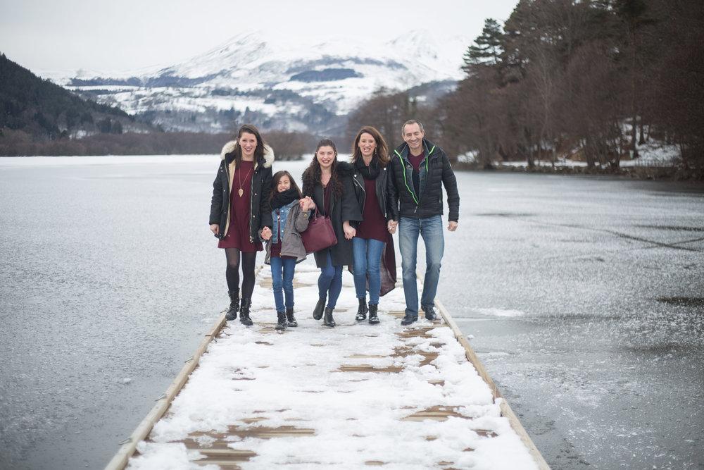 séance famille hiver neige Auvergne photographe Bordeaux Dordogne
