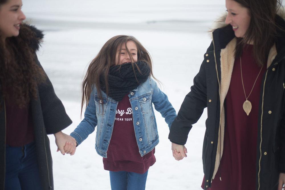 séance famille soeurs hiver neige Auvergne photographe Bordeaux Dordogne