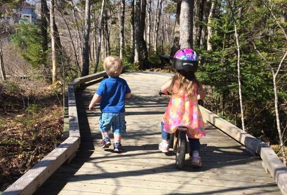 2015: Ages 4 & 2 at the Sackville Lakes Provincial Park