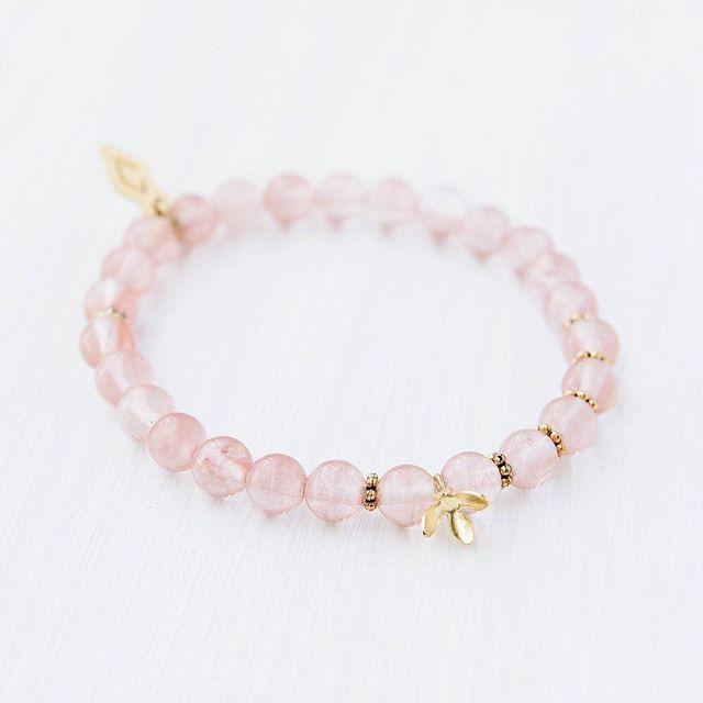 Subtil ajout à votre look 🧜🏼♀️ #oviecreation #spring #bracelets #pink #mtl