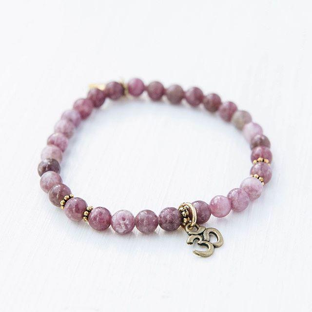 Prune 💜 disponible en boutique #oviecreation #mtl #handmade #bracelet
