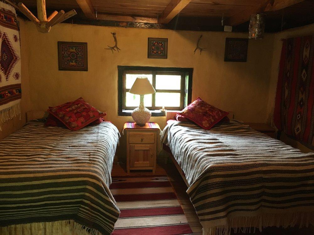 Dos camas de tamaño individual con su propia chimenea - 1-2 personas $650 pesoscama extra $100